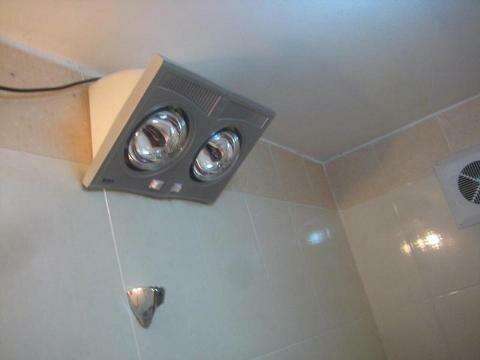Đèn sưởi nhà tắm 2 bóng lắp thực tế